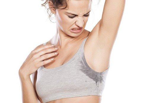 5 средств которые помогут вам отстирать пятна от пота