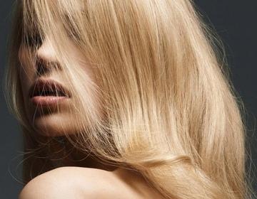 Зачем обесцветила волосы