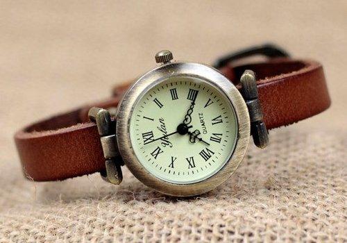 Часы: на какой руке их принято носить по правилам этикета
