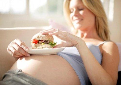 Правильный рацион питания для беременных на разных сроках
