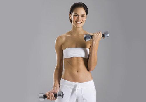 Упражнения с гантелями на все группы мышц для женщин