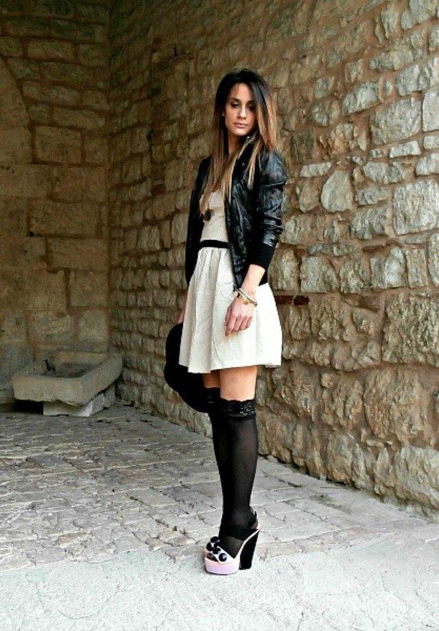 Высокие чулки короткая юбка