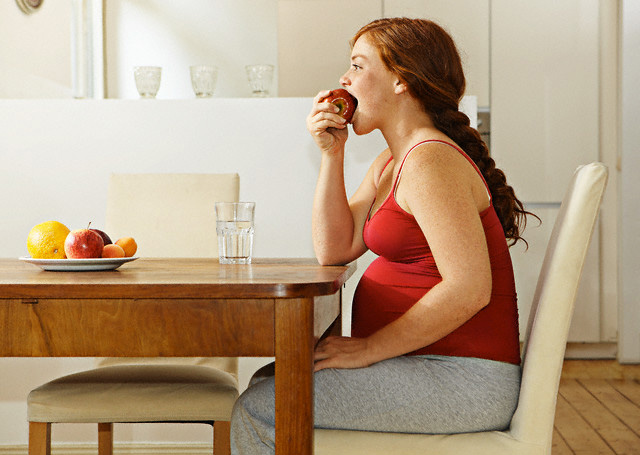 Как избежать растяжек во время беременности, эффективные способы и профилактика