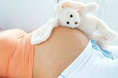 На каком месяце беременности появляется животик у будущей мамы