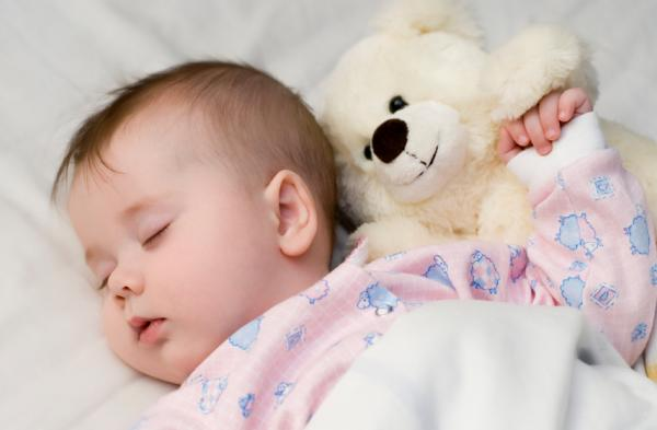 Почему новорожденный ребенок кряхтит: в чем же причина этого явления
