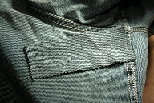 Способы незаметно зашить дырку на джинсах и можно ли это сделать дома
