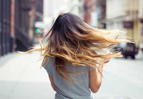 Девушки в плаще с зади со светлыми волосами фото 291-989