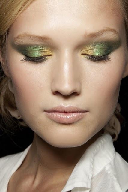Макияж пастельный с зелёным
