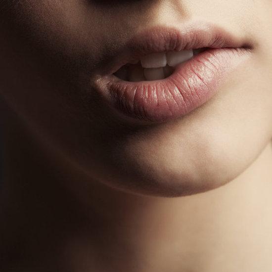 Почему трескаются уголки губ и как лечить народными средствами?
