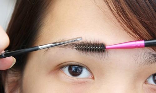 Как самой подстричь брови в домашних условиях видео