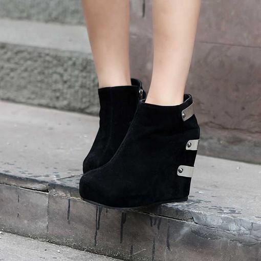 cbe9cdd5e Обувь на плоском ходу, как на толстой платформе, так и без неё, тоже  представлена в модных коллекциях к огромной радости ярых поклонниц комфорта  и ...