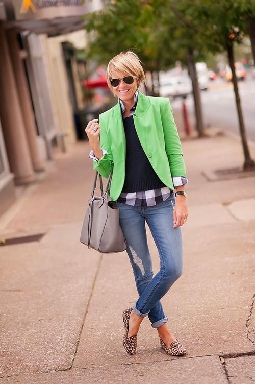 Что носить с зелёными лоферами
