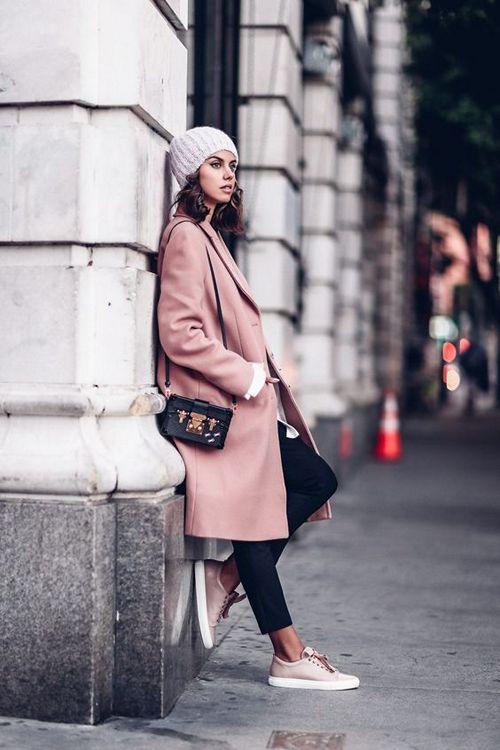 фото пальто с кроссовками
