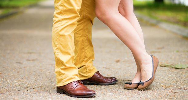 Как понять нравишься парню или нет