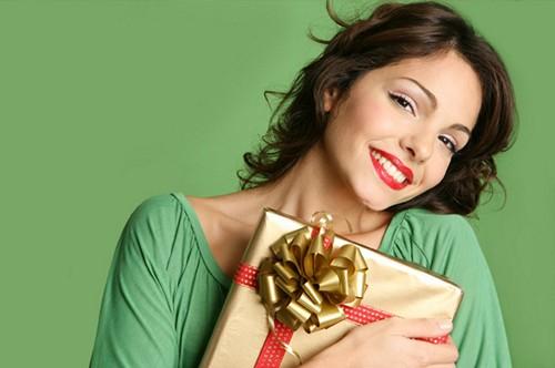 Лучшие и худшие подарки для девушки на новый год